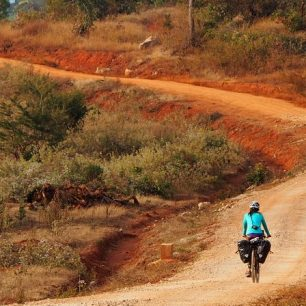 Expedice Lovelo: Na kolech z Kalawu do Toungoo