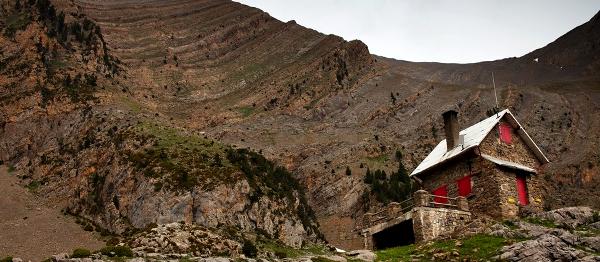 Napříč bludištěm ostrých skalních hřbetů a hlubokých roklí Pyrenejí