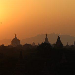 Průvodce barmským Baganem: dva tisíce buddhistických chrámů na písečné planině