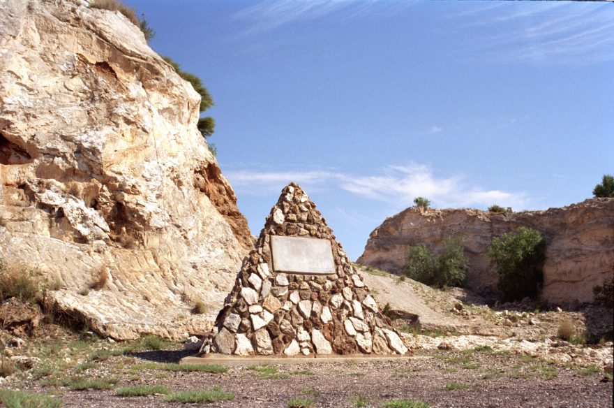 Taung monument