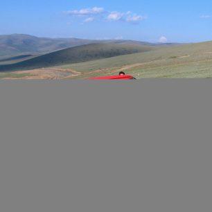 """Auto, které nás """"uvěznilo"""" na hranici, na cestě do Olgije, Mongolsko"""