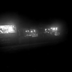 8 hodin: Agra, stánkaři o půlnoci