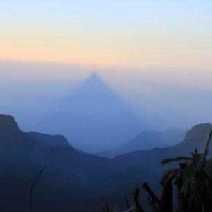 Posvátný stín Adam's Peak