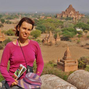 Na ochozy některých baganských pagod se smí vylézt a planinu pozorovat shora. Myanmar