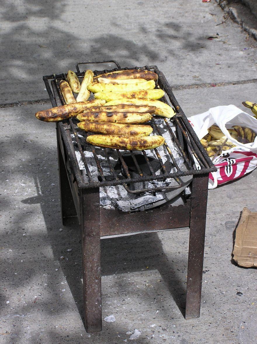 Pečené banány jsou velká pochoutka, Quito, Ekvádor