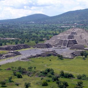 Pohled na Teotihuacán